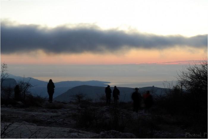 L'attente du soleil levant le 1er janvier 2011-PhotosLP Fallot.jpg