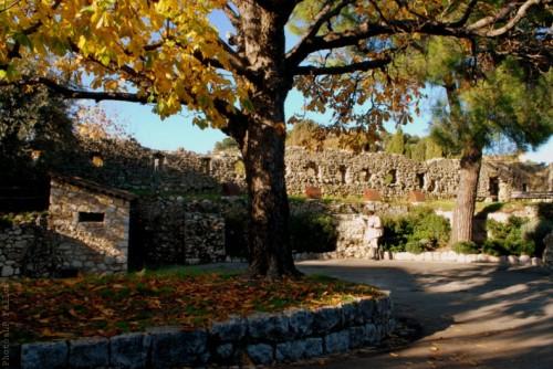 Vers les remparts Est à St Paul de Vence-PhotosLp Fallot.jpg