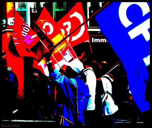 Les drapeaux de la manif-PhotosLP Fallot- Nice le 16 10 2010.jpg