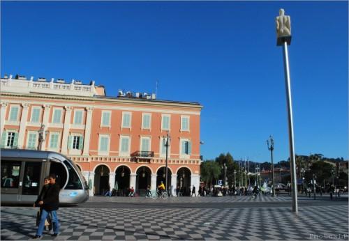 Sur la place Masséna-Janvier 2011-PhotoLP Fallot (3).jpg