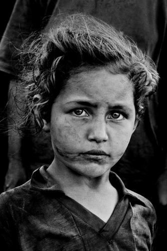 Petite fille de paysans sans terre, Brésil, 1996 © Sebastião Salgado.jpg