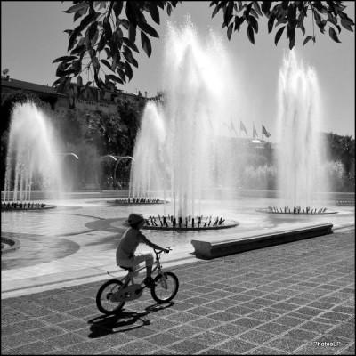 Petit garçon au Vélo-PhotosLP Fallot N&B.jpg