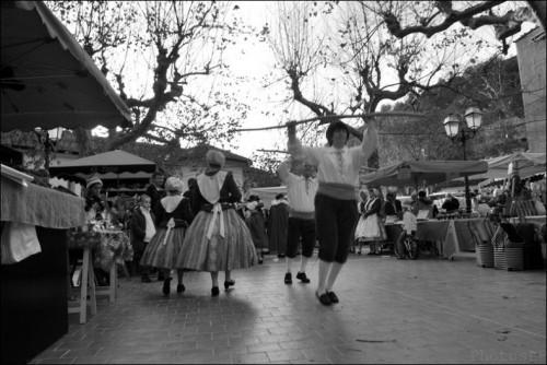 Lucéram-Marché de Noël-Place Honoré Barralis.jpg