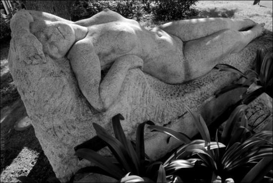 Sculpture Baigneuse endormie à Cagnes sur Mer -PhotosLP Fallot.jpg